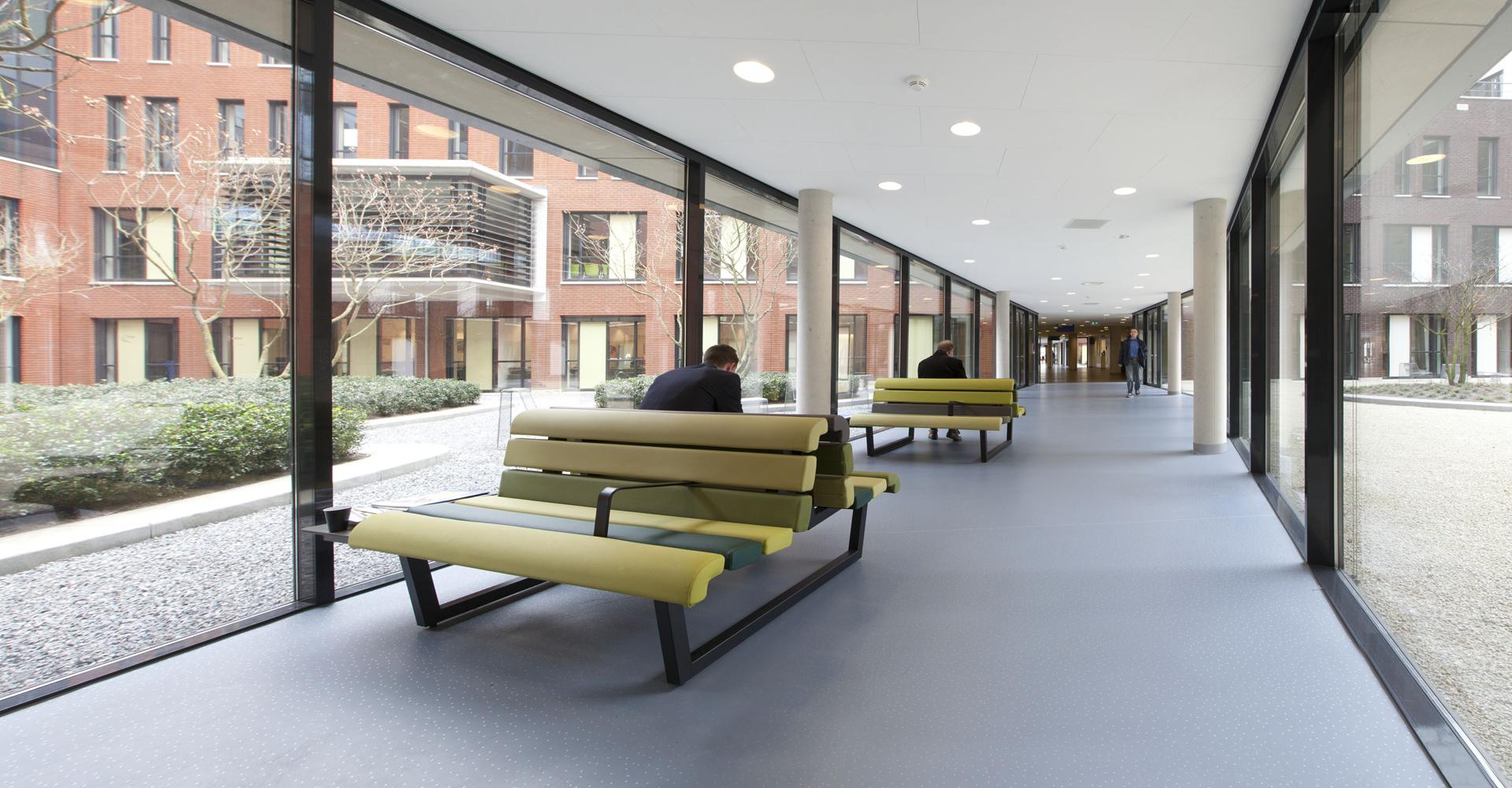 Ziekenhuisvloer wachtruimte