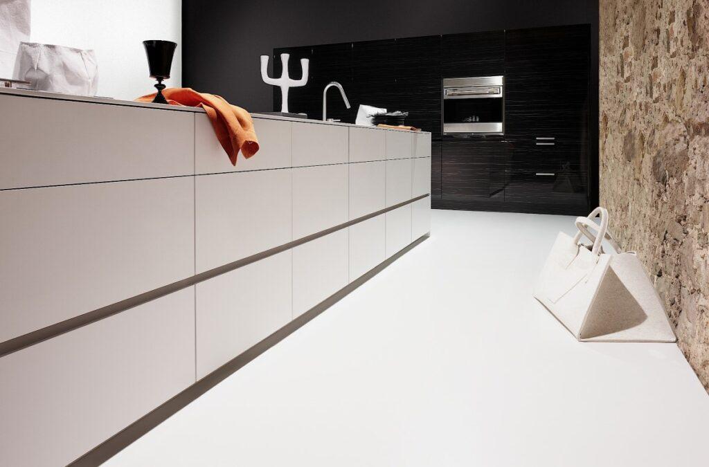 Witte gietvloer keuken