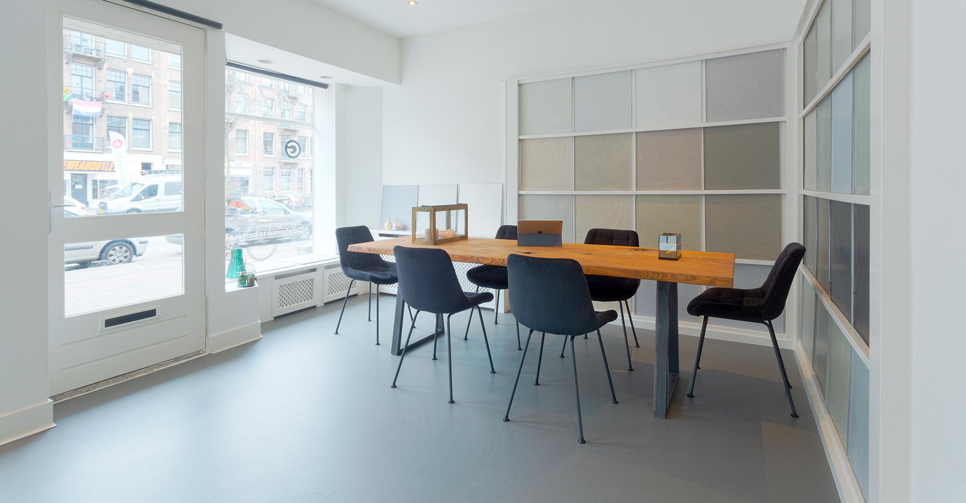 Gietvloer showroom G-vloeren pu duo kleuren